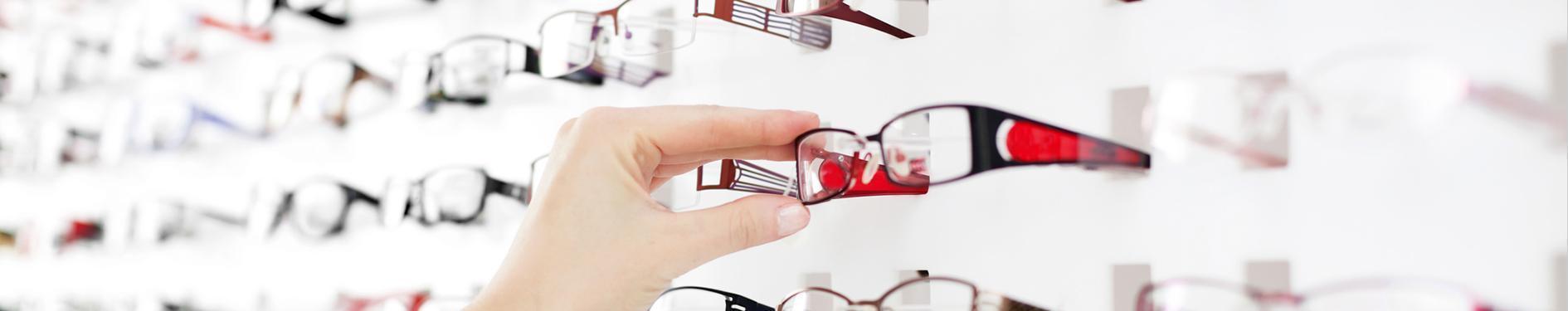 Wybór oprawek w salonie optycznym